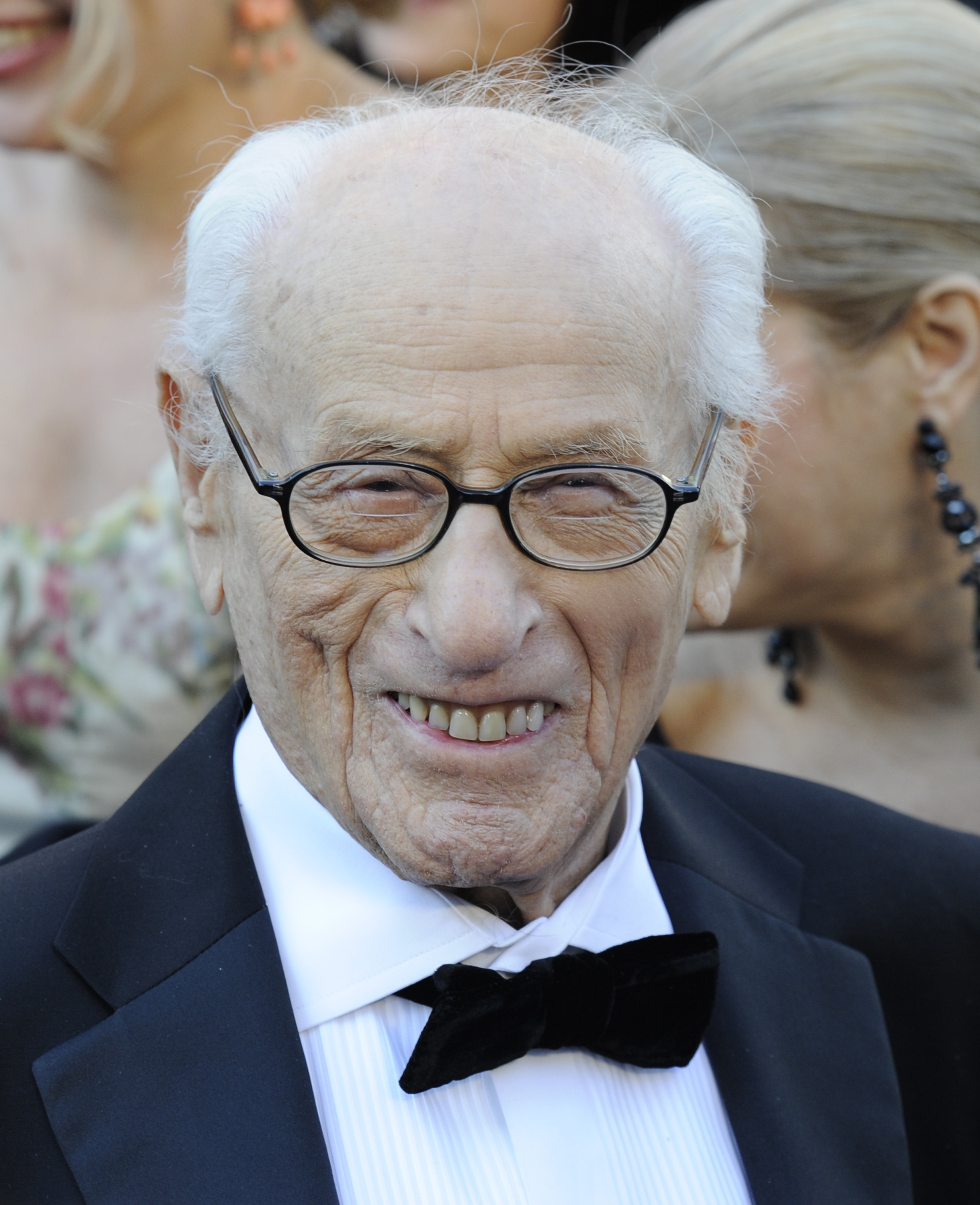 Eli Wallach click to close