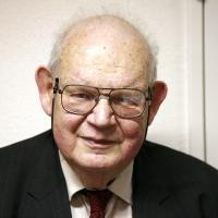 Benoit Mandelbrot profile photo