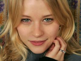 Emilie de Ravin profile photo