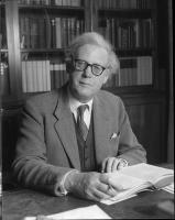 Hugh Trevor-Roper profile photo