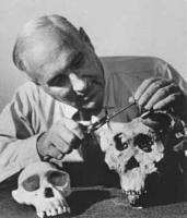 Louis Leakey profile photo