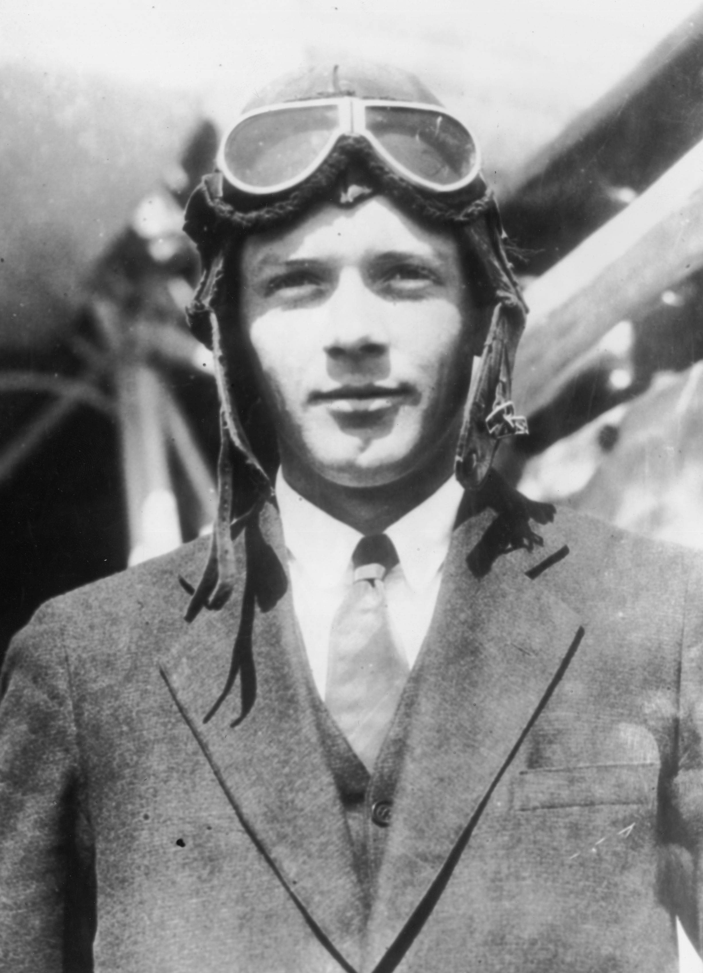 a biography of charles lindbergh an american aviator No a biography of charles lindbergh an american aviator in 1927 the 25-year-old u.