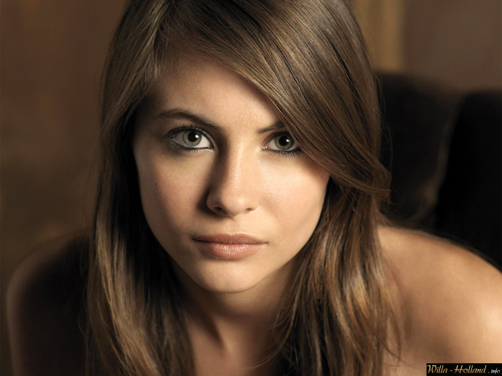 70+ Hot Pictures Of Willa Holland Who Plays Arrows Sister